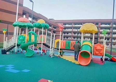 儿童小学运动游乐场
