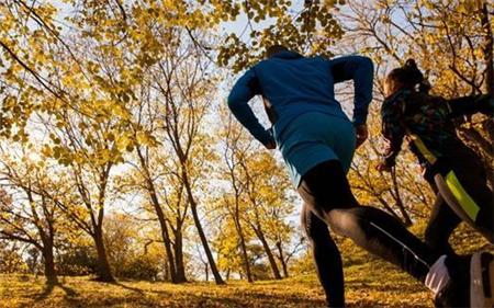"""听歌跑步补偿式运动 居家健身的""""雷区""""不要踩"""